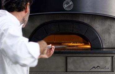 pizza-napoletana-dautore-con-il-forno-neapolis-di-moretti